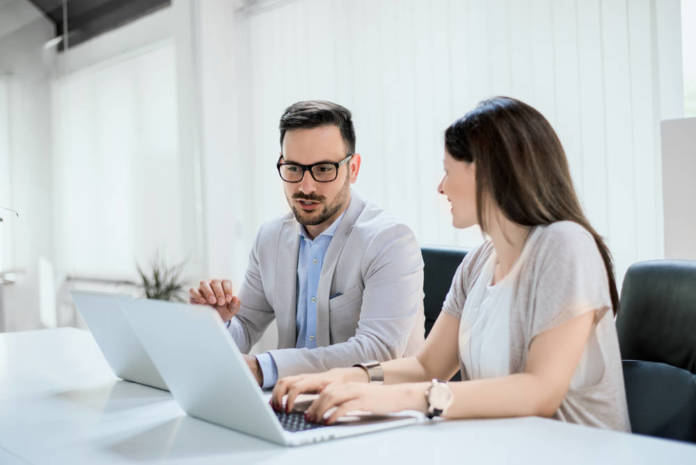 Praca w biurze – jak sobie ją ułatwić?