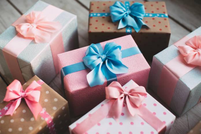 Jak wybrać papier prezentowy na święta?